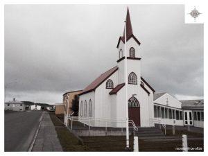 kleine Kirche im Ort